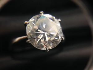 ダイヤの高価買取は大吉川越店へ