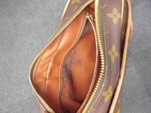 中がベタベタになったヴィトンのバッグ