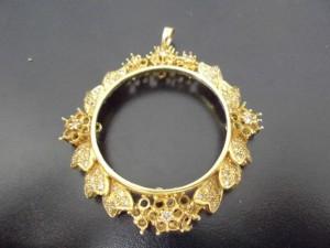 ダイヤ付の金の枠をお買取り致しました。