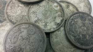 50銭銀貨(古銭)を大量にお買取りしています。大吉長崎屋小樽店