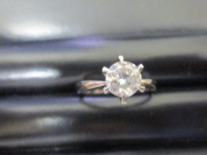 ダイヤモンドリングのお買取をしています。大吉四季の森店です。