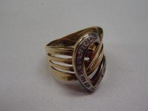 金のリング