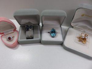 色石やダイヤモンドのリングをお買取りさせて頂きました。