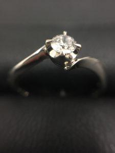 ダイヤモンドリング売るなら、大吉 イオン岩見沢店へ! 鑑定書なくても、中にイニシャルが有っても、大丈夫!