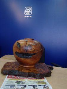 ジャック・オー・ランタン?いえいえ、屋久杉製の花器です。霧島市の買取専門店大吉霧島国分店です。