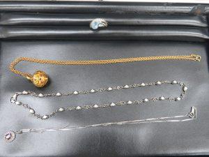 本日は貴金属のネックレス・リングをお買取りさせて頂きました。