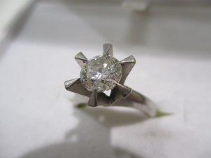 ダイヤモンドを売るなら大吉伊勢ララパーク店にお任せください☆彡