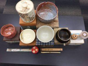 茶筅、茶さじ、茶托、茶碗、茶壺、棗、風炉、建水、等など、色々な茶道具の買取をしている大吉イオンタウン諏訪の森店です!