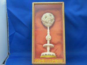 本日は象牙風の中国工芸品をお買取りさせて頂きました。