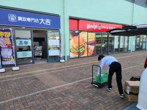 大吉ブルメール舞多聞店は屋外駐車場に面しているので大きい荷物も楽々運び込めます