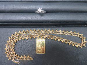 本日は貴金属ダイヤモンドリング・インゴット・18金ネックレスをお持ち頂きました。